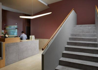 Versatility-of-micro-cement-stairs-and-counter
